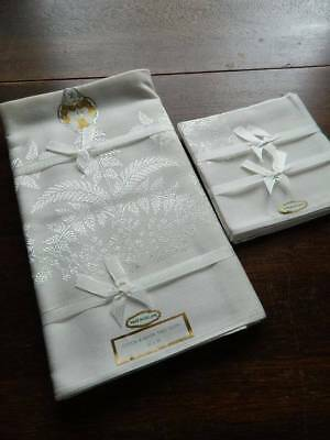 Vintage UNUSED white Irish damask tablecloth & 4 matching napkins.