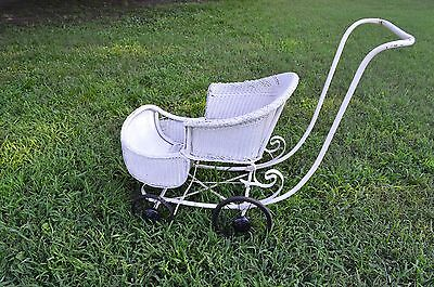 Antique wicker baby carriage/ buggy/ stroller