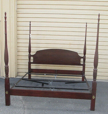 48776 Chippendale Mahogany 4 Post King Size Bed w/ frame & Center Adjuster Feet