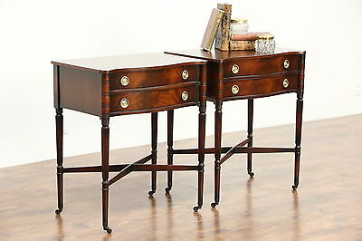 Pair of Traditional Sheraton Style Mahogany Vintage End Tables or Nightstands