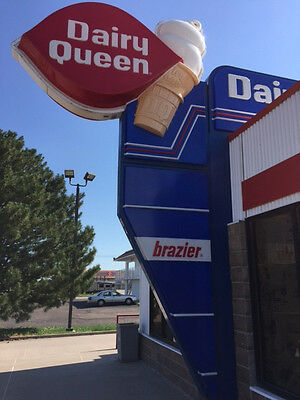Reduced price!  Dairy Queen/Braizer Exterior Advertising Lighted Sign