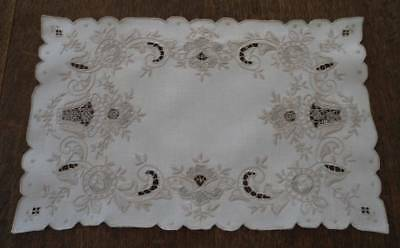 True Vintage Set of 6 Linen Placemats Italian Embroidered Needle Lace Ecru