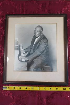 COLLECTIBLE l PHOTOGRAPH : Count Basie - Autographed