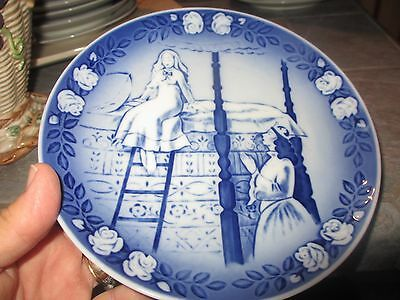 Royal Copenhagen Porcelain PRINCESS AND THE PEA Hans Christian Andersen PLATE