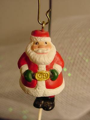 1998 HALLMARK MINIATURE SANTA CLAUS Holly Jolly Jig CHRISTMAS ORNAMENT wdbx