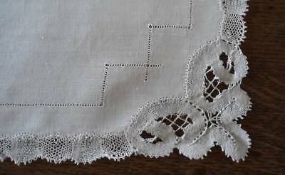 Vintage Pair 2 Linen Placemats Tray Doily Handmade Bobbin Lace Drawnwork