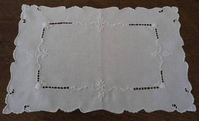 Vintage Set Italian Linen Placemats Tray Doilies White Embroidered Cherries