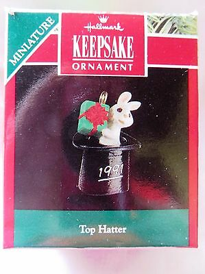 1990 Hallmark keepsake Miniature Christmas Ornament TOP HATTER