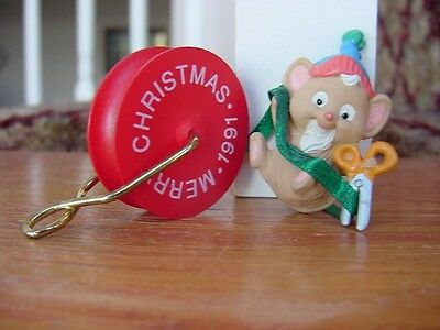 1991 Hallmark CHRISTMAS MOUSE on a ROLL of GREEN RIBBON ORNAMENT Mice theme