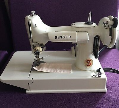 Rare Vintage SINGER 221K7 White FEATHERWEIGHT Sewing Machine FULLY SERVICED