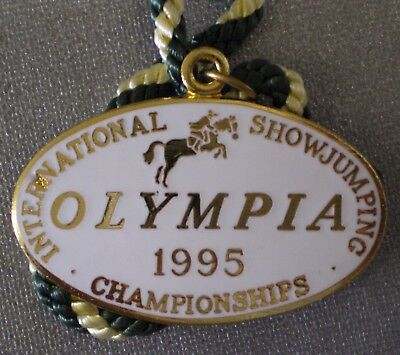 OLYMPIA 1995 INTERNATIONAL SHOWJUMPING Enamel Badge with Cord HORSES EQUESTRIAN