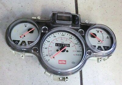 E. APRILIA SCARABEO 125 FITTINGS SPEEDOMETER COCKPIT INSTRUMENTS Bj 99-04