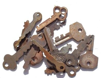 Vintage Lot Of 16 Skeleton Key & Lock Locket Jewelry