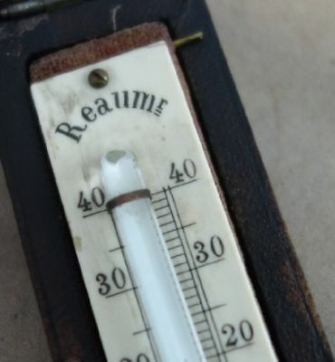 antikes Thermometer in Schatlulle Reaum