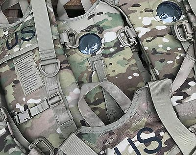 4 Stück US Army BAE Systems Specialty Defense Hydration System Carrier Multicam