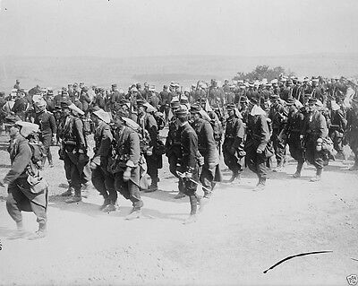New World War I WWI 8x10 Photo - French infantry soldiers marching to front 1914