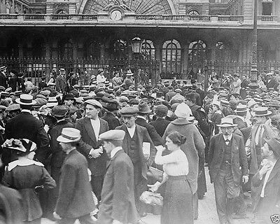 New World War I WWI 8x10 Photo - French Reserve Troops at station Paris 1914