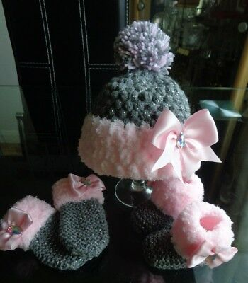 Hand knitted Baby/Reborn Shoes/Booties, Hat and Mitts.aged 0/3 months,
