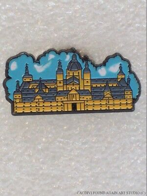 Vintage Madrid Spain Lapel Pin Almudena Cathedral Travel Souvenir Badge Hat Pin