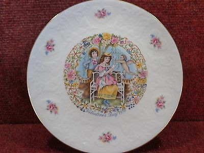 """Royal Doulton 8.25"""" Valentines Day 1978 Plate Free Uk Post"""