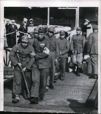 1956 Press Photo Wounded Chinese soldier in Formosa after leaving Tachen Islands