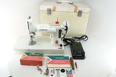 1964 Singer 221K WHITE Featherweight Sewing Machine w/Pedal/Case