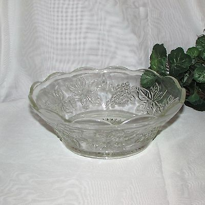 Anchor Hocking Glass Vintage Clear Glass Serving Bowl Grapes Leaves Salad Fruit