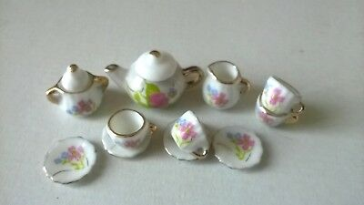 Teaset 12th scale china white floral design  DOLLS HOUSE MINIATURES (F5543)