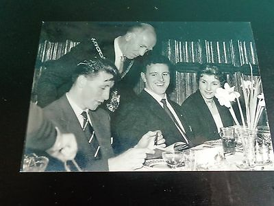 """MANCHESTER UNITED PLAYERS Roger Byrne + Tommy Taylor @ Banquet 50s 6""""x4"""" REPRINT"""