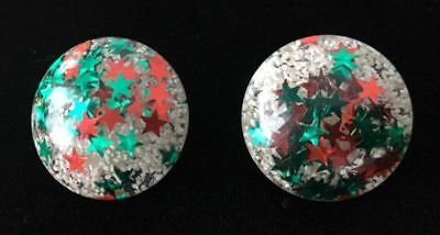 Vintage RED & GREEN STARS Confetti Lucite Clip on EARRINGS~Christmas/Holiday,fjt
