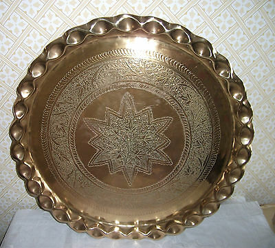 VINTAGE DECORATIVE ETHNIC BRASS CHARGER / PLAQUE / TRAY with 'PIE CRUST' RIM