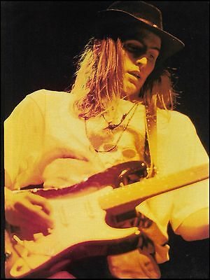 Pearl Jam Mike McCready playing Fender Stratocaster Guitar 8 x 11 pinup photo