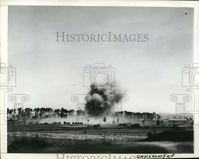 1945 Press Photo Japanese dud bomb lands without exploding in China in air raid