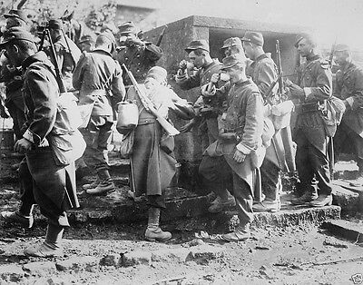 French soldiers stopping march to drink water 1914 World War I 8x10 Photo