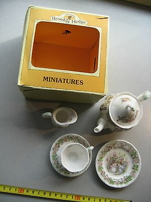 PUPPENKÜCHE Mini Royal Doulton Brambly Hedge Tea Service