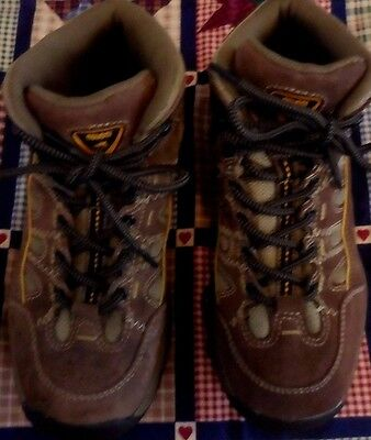 NEVADOS HIKING BOOTS - Youth Size 6 - Total Terrain Mid KAIBAB - Very Good Cond!
