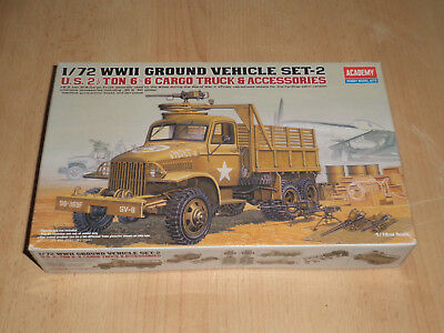 Academy 1:72 No. 13402 WWII US 2 1/2 ton 6x6 cargo truck & accessoires