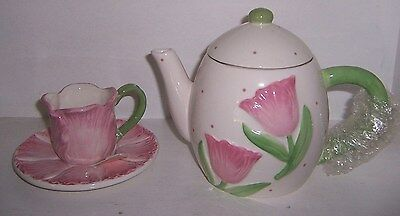 Teapot with lid and cup saucer Tulip