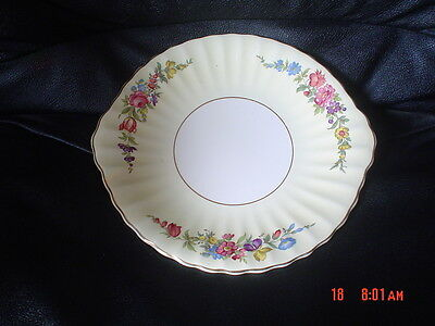 Very Pretty Wade Cake Plate Pale Yellow Cream Flowers