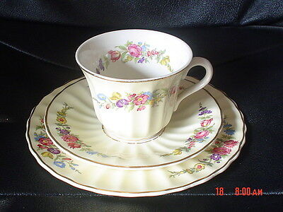 Very Pretty Wade Trio Cup Saucer And Side Plate Pale Yellow Cream Flowers