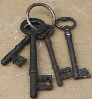 SELECTION OF 4 OLD KEYS ONE MAY BE FROM PRISON AS IT SAYS MASTER KEY CELLS No 1