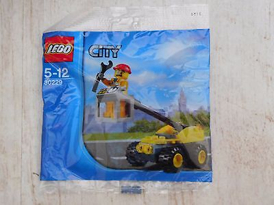 NEW - LEGO City set 30229 - Cherry Picker Repair Lift