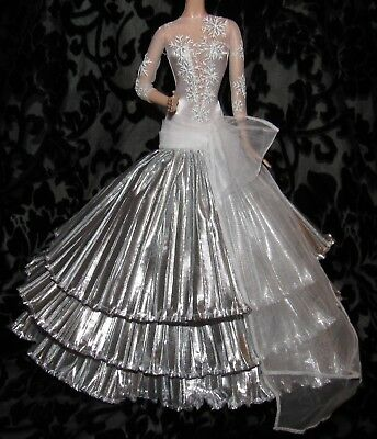Barbie Model Muse 2008 Holiday Gown Dress Silver White Snowflake Fashion 4 Doll