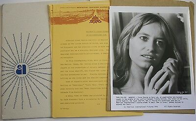 """1976 """"A Small Town In Texas"""" Press Kit w/4 Photos Susan George Timothy Bottoms"""