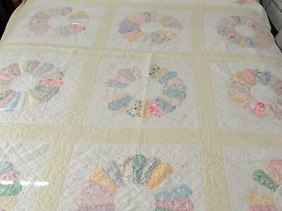 Old Yellow Beauty! Hand Sewn Dresden Plate Feed Sack Quilt 75 x 92