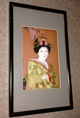 Beautiful Japanese shadow box 3D Geisha lovely detail : glass eyes and signed