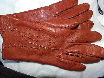Vintage pair of ladies tan leather Morley gloves made in England size S/M G354-4
