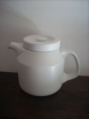 Large Unmarked 1.5 Litre Capacity Teapot