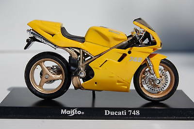 DUCATI  748 STRADA  1/18th MAISTO  MODEL  MOTORCYCLE