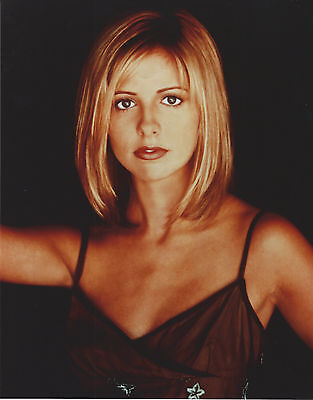 Sarah Michelle Gellar Buffy 8 X 10 Photo With Ultra Pro Toploader